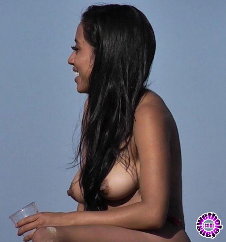 BeachJerk - Amateurs - Latina heat (FullHD/1080p/445 MB)