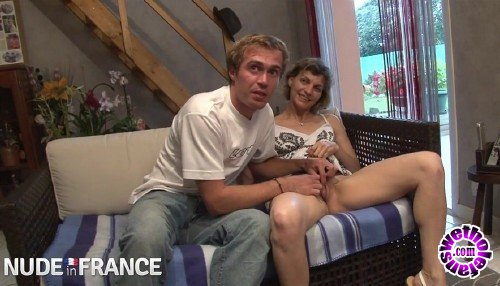 NudeInFrance - Luna Perle - Amateur couple first casting couch (HD/720p/368 MB)