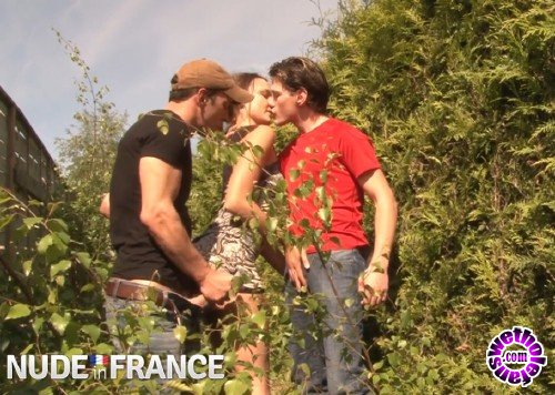 NudeInFrance - Melyne Leone - Nasty French brunette has threesome in bushes (HD/720p/813 MB)