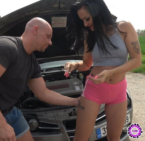 TakeVan - Isabel - An experienced car repairer (FullHD/1.43GB)