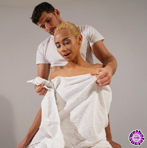 MassageRooms - Veronica Leal - Pretty blonde Columbian deepthroats (FullHD/1.31GB)