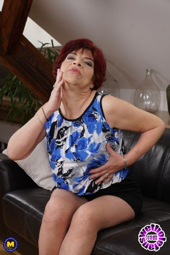 Mature - Karolina K. 58 - Hairy housewife fingering herself (FullHD/1080p/1.01 GB)