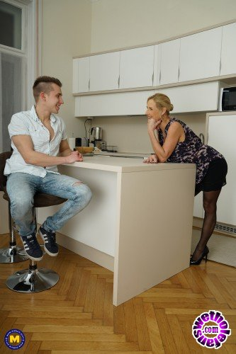 Mature - Molly Maracas EU 54 - British housewife Molly Maracas doing her toyboy (FullHD/1080p/1.40 GB)