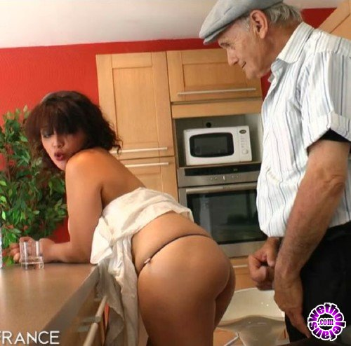 NudeInFrance - Laila, Papy Voyeur - Papy loves to fuck chubby arab slut (HD/720p/496 MB)
