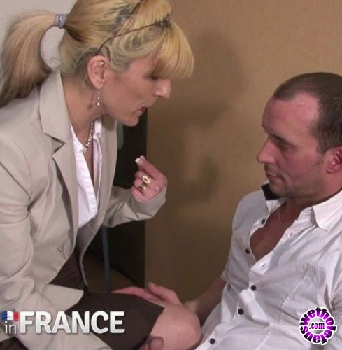 NudeInFrance - Amateurs - Mature Wife Catches Husband Jerking Off and Doesnt Mind (HD/720p/604 MB)