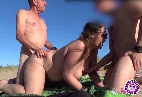 FAKings - Carol - My husband looks for a young hard cock in a nudist beach. Were Carol and Alberto, do you want to join us? (HD/720p/442 MB)