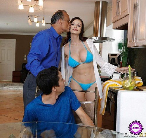 MommyGotBoobs/Brazzers - Lexi Luna - Stepmom Gets Soaked (FullHD/1.60 GB)