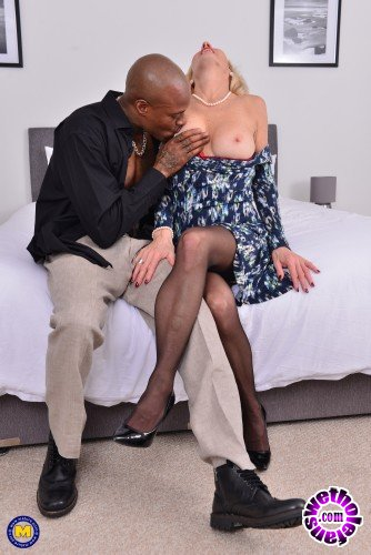 Mature - Molly Maracas EU 54 - British housewife Molly Maracas goes interracial (FullHD/1080p/1.47 GB)