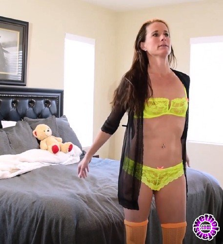 YummyGirl/Clips4Sale - Sofie Marie - Yummy Step Mom Collection, Part 2 – I walked in on Mom (FullHD/1080p/652 MB)