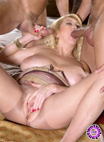 NaughtyMag - Tahnee Taylor - Double-Stuffed MILF Ass (HD/720p/641 MB)