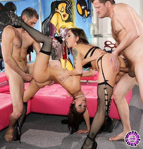 RoccoSiffredi - Malena, Linda Leclair, Kitty B - Roccos Dirty Girls 3, Scene 3 (FullHD/2.22GB)