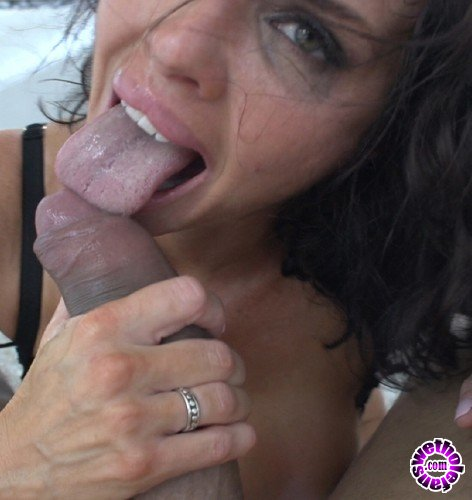 PinkoClub - Veronica Avluv - Veronica Avluv swallows a load of cum after a crazy fuck (FullHD/1080p/1.22 GB)