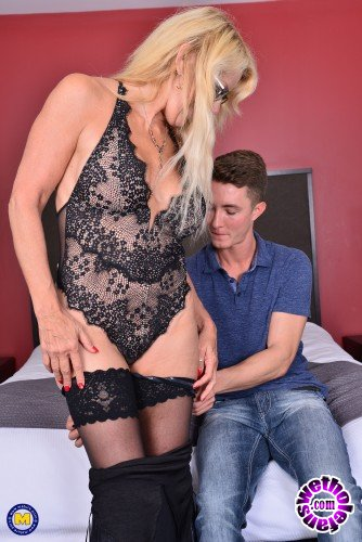 Mature - Bianca J. 56 - Canadian cougar doing her toyboy (FullHD/1080p/1019 MB)