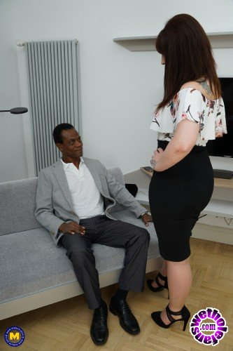 Mature - Toni Lace EU 52 - British horny housewife goes interracial (FullHD/1080p/1.68 GB)