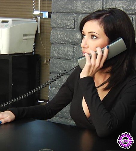PinkoClub - Hillary Scott, Steve Holmes    - The boss Hillary with open ass on the desk (FullHD/1080p/1.20 GB)