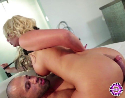 PinkoClub - Phoenix Marie - Blonde and horny Phoenix Marie devours a hard cock (HD/720p/588 MB)