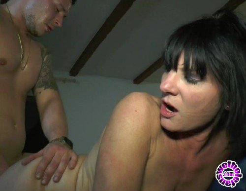 JacquieEtMichelTV - Stephanie - Le gite rural de Stephanie, 42ans (HD/720p/539 MB)