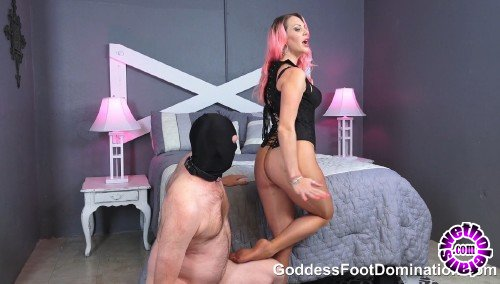 GoddessFootDomination - Vicky Vixxx - Sniff Vickys Pantyhose Covered Ass and Feet (FullHD/1080p/392 MB)