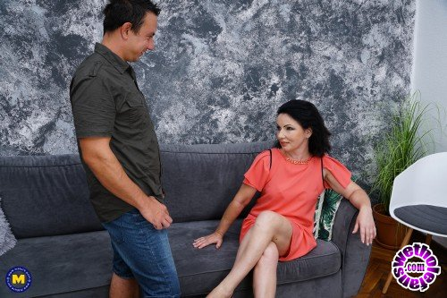 Mature - Helen 44 - She loves to ride something else than her couch (FullHD/1080p/1.41 GB)