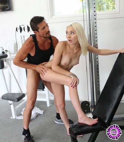 SpyFam - Chloe Temple - Step Dad Gives Step Daughter Pussy Work Out (HD/588MB)