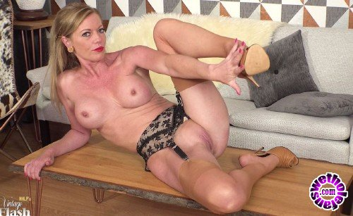 VintageFlash - Holly Kiss - Laying The Table (FullHD/1080p/881 MB)