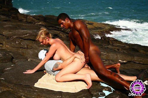 DarkSodomy - Tarra White - Interracial Anal On The Beach (HD/720p/554 MB)