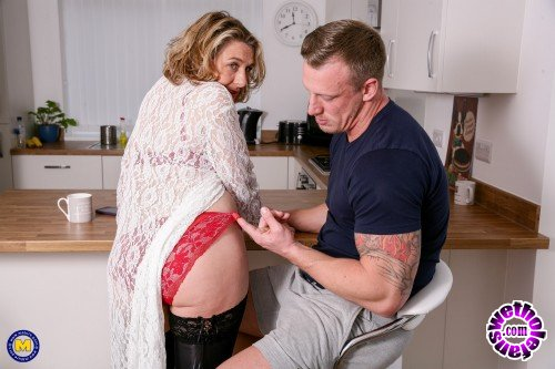 Mature - Camilla C EU 45 - Naughty British housewife has hot date after doing some sexy shopping (FullHD/1080p/1.49 GB)