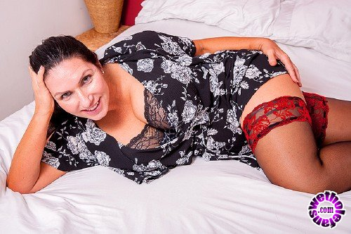 Mature - Josephine James EU 50 - Hot big breasted Josephine is home alone and naughty as hell (FullHD/1080p/1.18 GB)