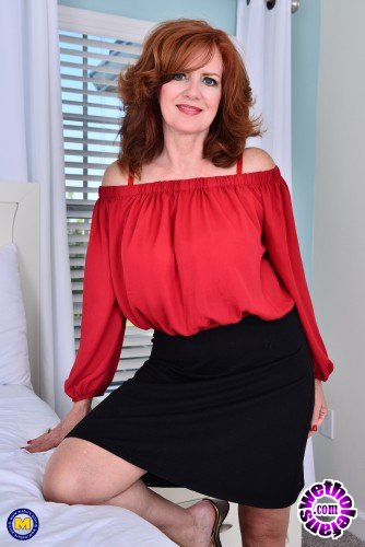 Mature - Andi James 53 - Hot MILF Andi James flashing outside and playing with herself (FullHD/1080p/944 MB)