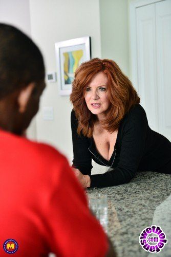 Mature - Andi James 53 - Hot Milf Andi James is in the mood for a strapping black guy (FullHD/1080p/1.18 GB)