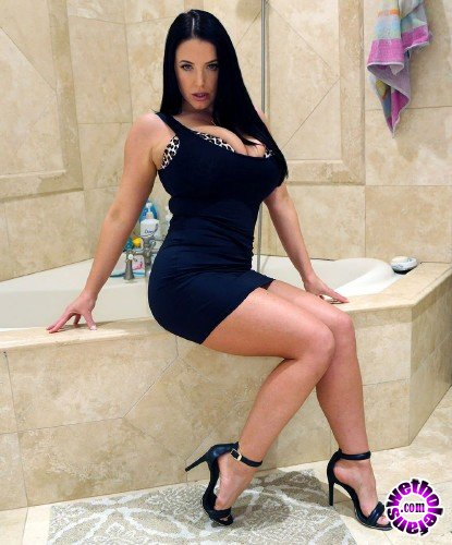 PropertySex/VixenX - Angela White - Putting out The Signels (FullHD/3.95 GB)