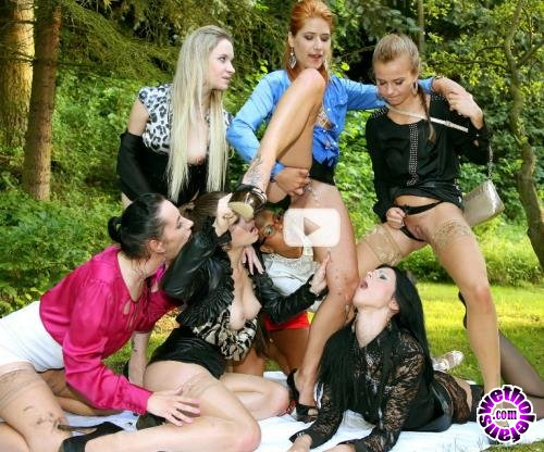 PissingInAction - Mona Lee, Lucy Bell, Isabella Chrystin, Chaynee, Alyssia Loop, Bella Baby, Terra Sweet - Piss Bitch In The Middle Part 1 ... (HD/720p/592 MB)