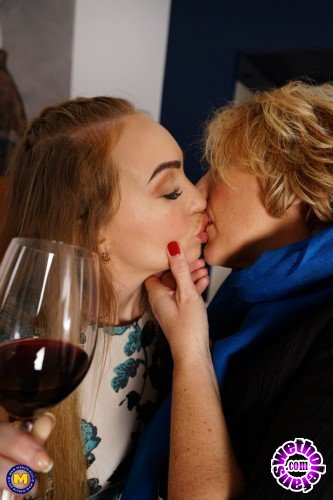Mature - Camilla C. EU 45, Liza Billberry 25 - After their shopping date they went home for some kissing and then some (FullHD/1080p/1.80 GB)