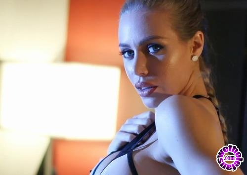 Puba - Nicole Aniston - Gorgeous Nicole rubs herself to completion after a sex tease (FullHD/1080p/340 MB)