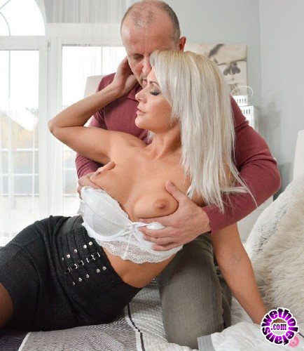 MomXXX/SexyHub - Kathy Anderson - Triple cumshot for stunning MILF (FullHD/1.16GB)
