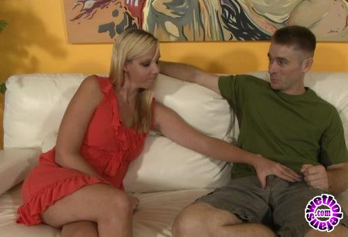 Clips4Sale - Aaliyah Taylor - Mother is Quitting Smoking (HD/720p/874 MB)