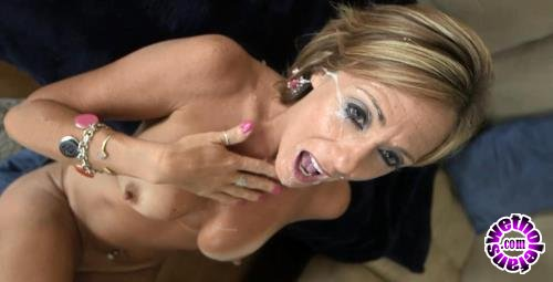 MomPov - Felicity - Felicity - 44 year old cougar in her sexual prime (HD/720p/755 MB)