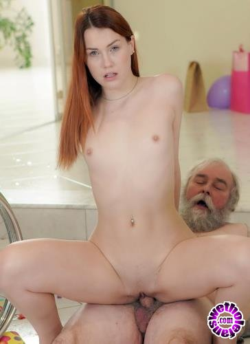 ClubSevenTeen - Charli Red - All Inside The Family Ep.4 Granddad Having The Time Of His Life (HD/720p/1.89 GB)