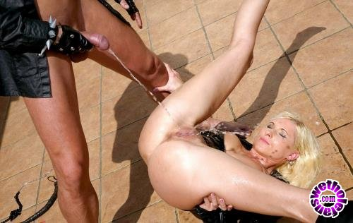 Tainster - Vanessa - Cat Woman Has Met Her Piss Match! (FullHD/1080p/1.26 GB)