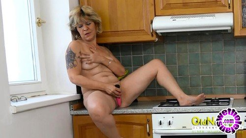 OldNanny - Krystyna - Mature slides sextoy inside her hot pussy (HD/720p/258 MB)