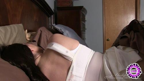 Clips4Sale - Various Actris - In Bed With Mommie (HD/720p/520 MB)