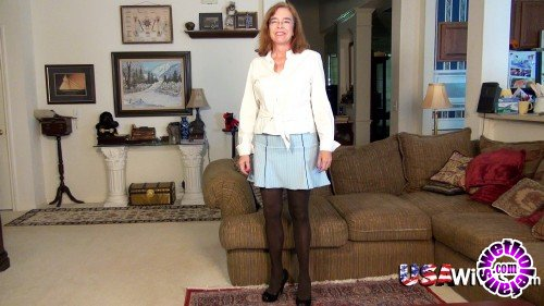 OldNanny/UsaWives - Carmen - USA model from Texas showing how naughty she is (HD/764p/1.39 GB)
