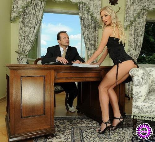 21sextury - Cameron Gold - Convincing the boss (HD/720p/554 MB)