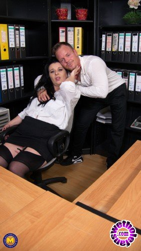Mature - Bonny Devil - Naughty mature Bonny Devil loves getting fucked hard at the office by her younger lover (FullHD/1080p/1.85 GB)