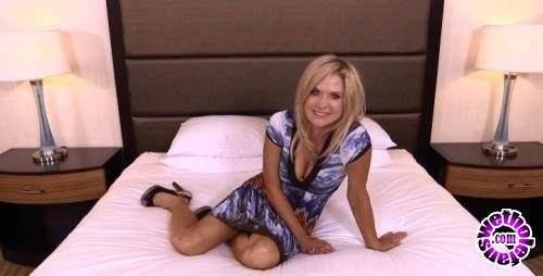 MomPov - Hillary - 48 year old HOT cougar likes to golf (HD/720p/2.25 GB)
