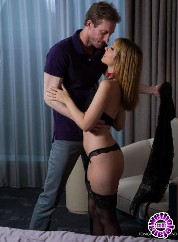 Tonightsgirlfriend - Ryan Mclane - Daphne Dare gets leashed and fucked by her client (2019/HD/720p/1.2GB)
