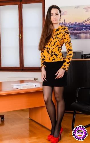 21Sextury - Victoria J - Multitasking Secretary (FullHD/1080p/1.23 GB)