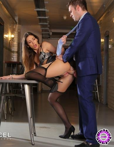 DorcelClub - Clea Gaultier - Clea Gaultier shows her assets off (2019/FullHD/1080p/385MB)