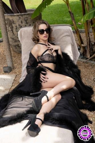 Babes - Kimmy Granger - The Doctor Is In (FullHD/1080p/1.24 GB)