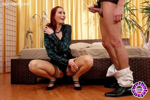 FullyClothedPissing/Tainster - Kate Gold - Kate Gold loves pissing on her dates (HD/720p/671 MB)